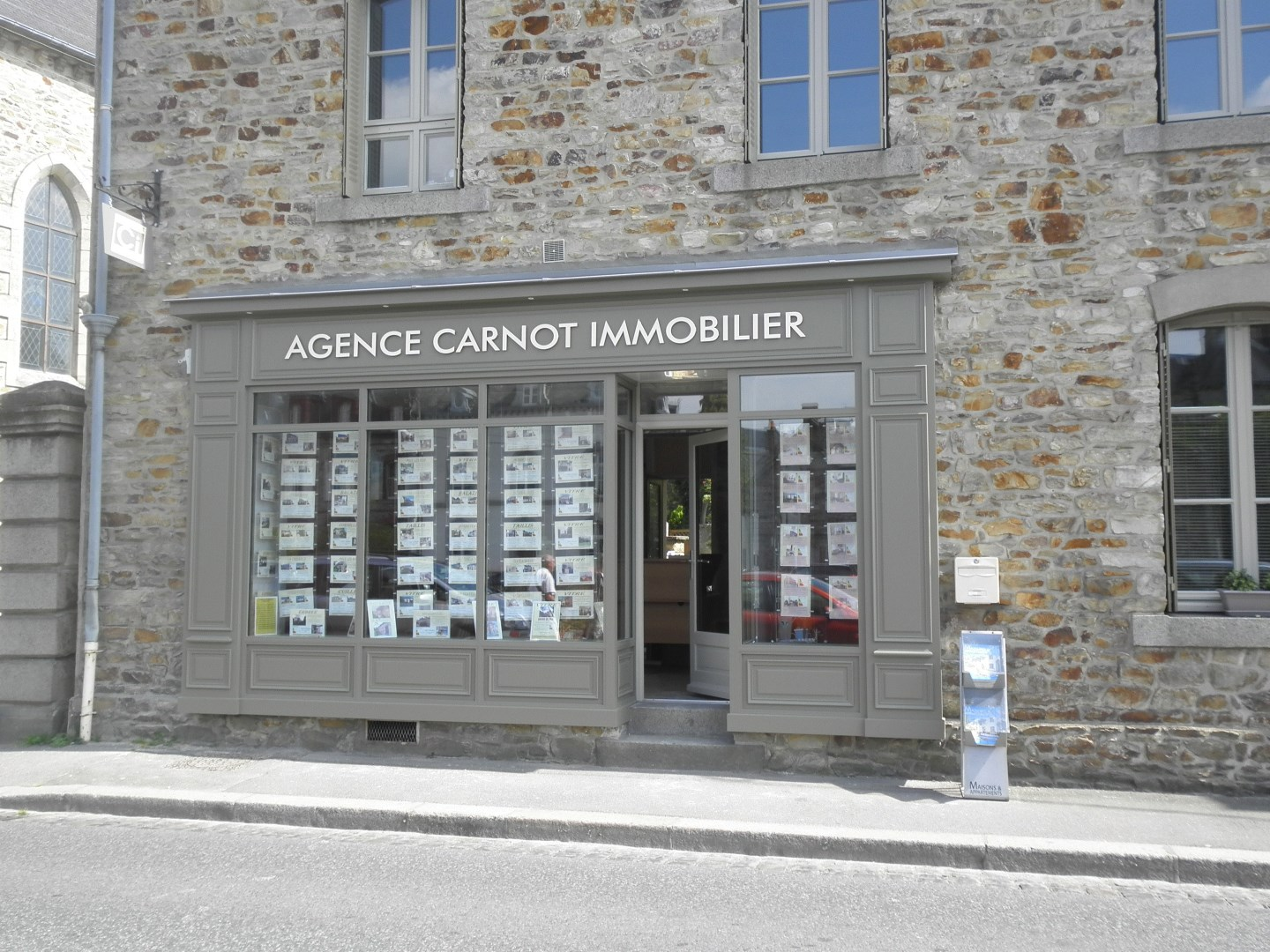 Carnot immobilier sarl deco agence immobili re vitr for Deco immobilier