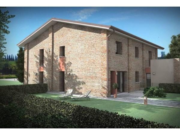 Vente Maison 6 pièces 150m² Ferrara