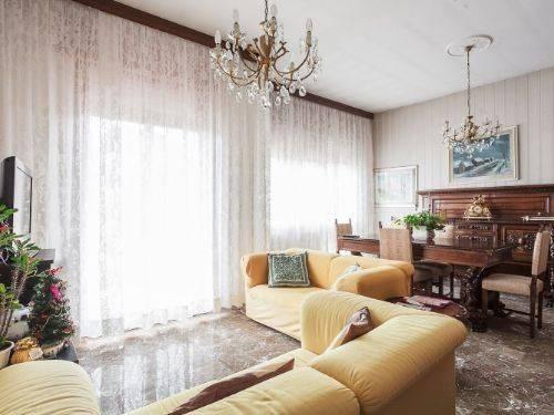 Vente Appartement 4 pièces 145m² Bologna