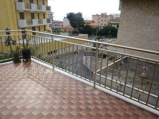 Vente Appartement 3 pièces 70m² Riva Ligure