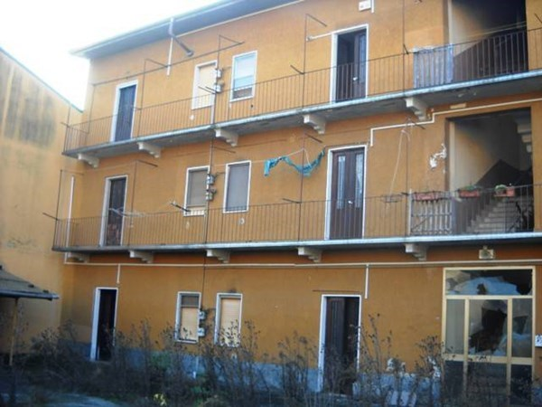 Vente  702m² Novara