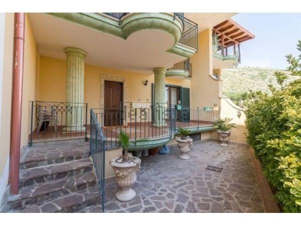 Vente Maison 6 pièces 210m² Maddaloni