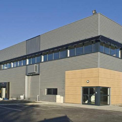 Location Local d'activités Saint-Jean-d'Illac 3436 m²