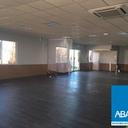 Location Local commercial Le Haillan 360 m²