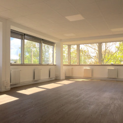 Location Bureau Le Chesnay 76 m²