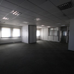 Location Bureau Izernore 412 m²