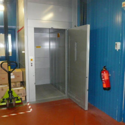Vente Bureau Brindas 1641 m²