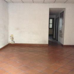 Location Local commercial Marseille 1er 55 m²