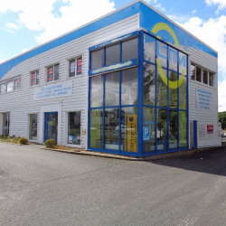 Location Local commercial Tours 818 m²
