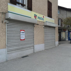 Location Local commercial Renage 67 m²