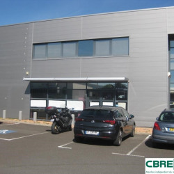 Location Local commercial Cournon-d'Auvergne 115 m²