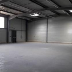 Location Local d'activités Esvres 300 m²
