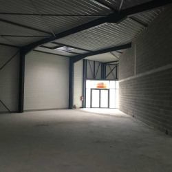 Location Local commercial Saint-Maximin 418 m²