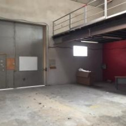 Location Local d'activités Noves 900 m²
