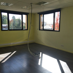 Location Bureau Saint-Denis-lès-Bourg 178,3 m²