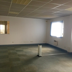 Location Bureau Saint-Maximin 280 m²