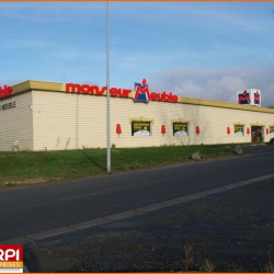 Location Local commercial Saint-Victor 1458 m²
