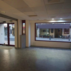 Location Local commercial Vence 156 m²