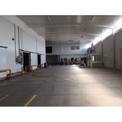 Location Local commercial Sénas 1900 m²
