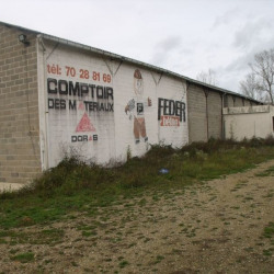 Location Local commercial Saint-Victor 2000 m²