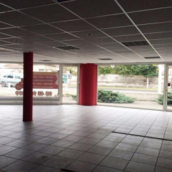 Location Local commercial Gond-Pontouvre 163 m²