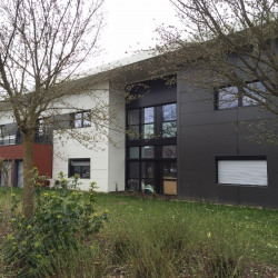 Location Bureau Saint-Genis-Pouilly 225 m²