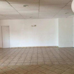 Location Local commercial Vitrolles 204 m²