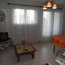 Grézan, appartement 2 pièces + cuisine indépendante, 3ème ét