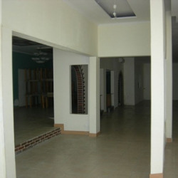 Location Local commercial Tours 400 m²