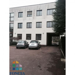 Location Local commercial Garches 79,87 m²