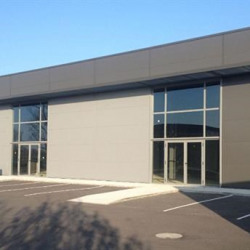 Location Local commercial Villeneuve-lès-Bouloc 900 m²