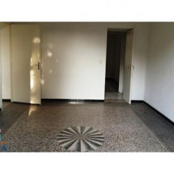 Location Local commercial Nîmes 39 m²