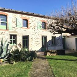 A proximité de Montaigu, maison en pierres rénovée