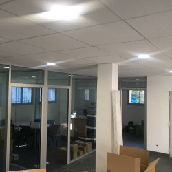 Location Local commercial Vence 450 m²