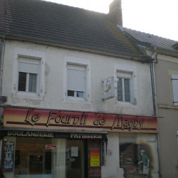 Location Local commercial Magny-Cours 210 m²