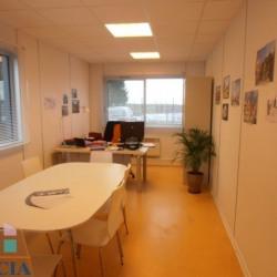 Location Local commercial Barjouville 326 m²
