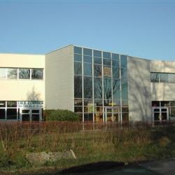 Location Local d'activités Plaisir 200 m²