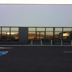 Location Local commercial Tignieu-Jameyzieu 885 m²