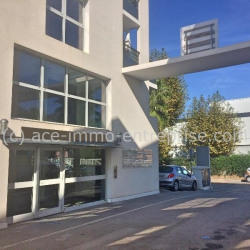 Location Bureau Cannes la Bocca 100 m²