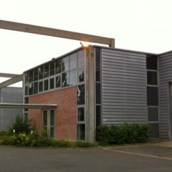 Location Local d'activités Saint-Thibault-des-Vignes 392 m²