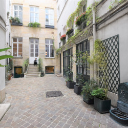 Location Bureau Paris 1er 50 m²