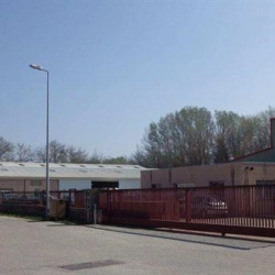 Vente Local commercial Pertuis 900 m²