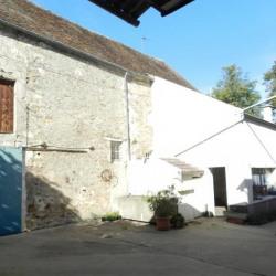 Maison avec granges à rénover au centre de la Ville du Bois.