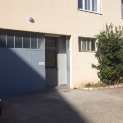 Location Entrepôt Saint-Laurent-du-Var 230 m²