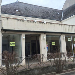 Location Local commercial Brou 226 m²