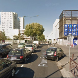Location Local commercial Stains 3080 m²