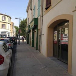 Location Local commercial Salon-de-Provence 76 m²
