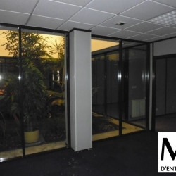Location Bureau Vaulx-en-Velin 520 m²