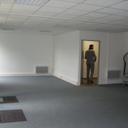 Location Entrepôt Saint-Thibault-des-Vignes 3079 m²