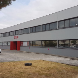 Location Bureau Blanquefort 190 m²